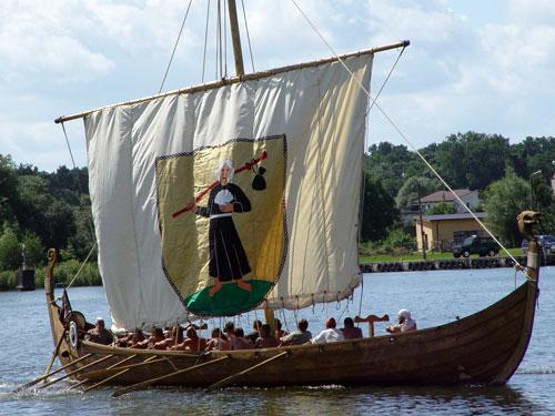 reconstruccion de un snekke barco vikingo